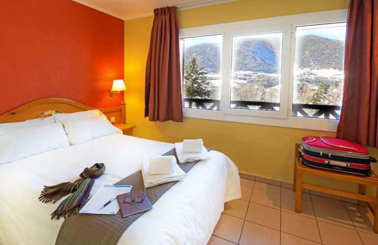 chambre double avec lit 150 x 200